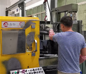 (视频)压铸模具shang模