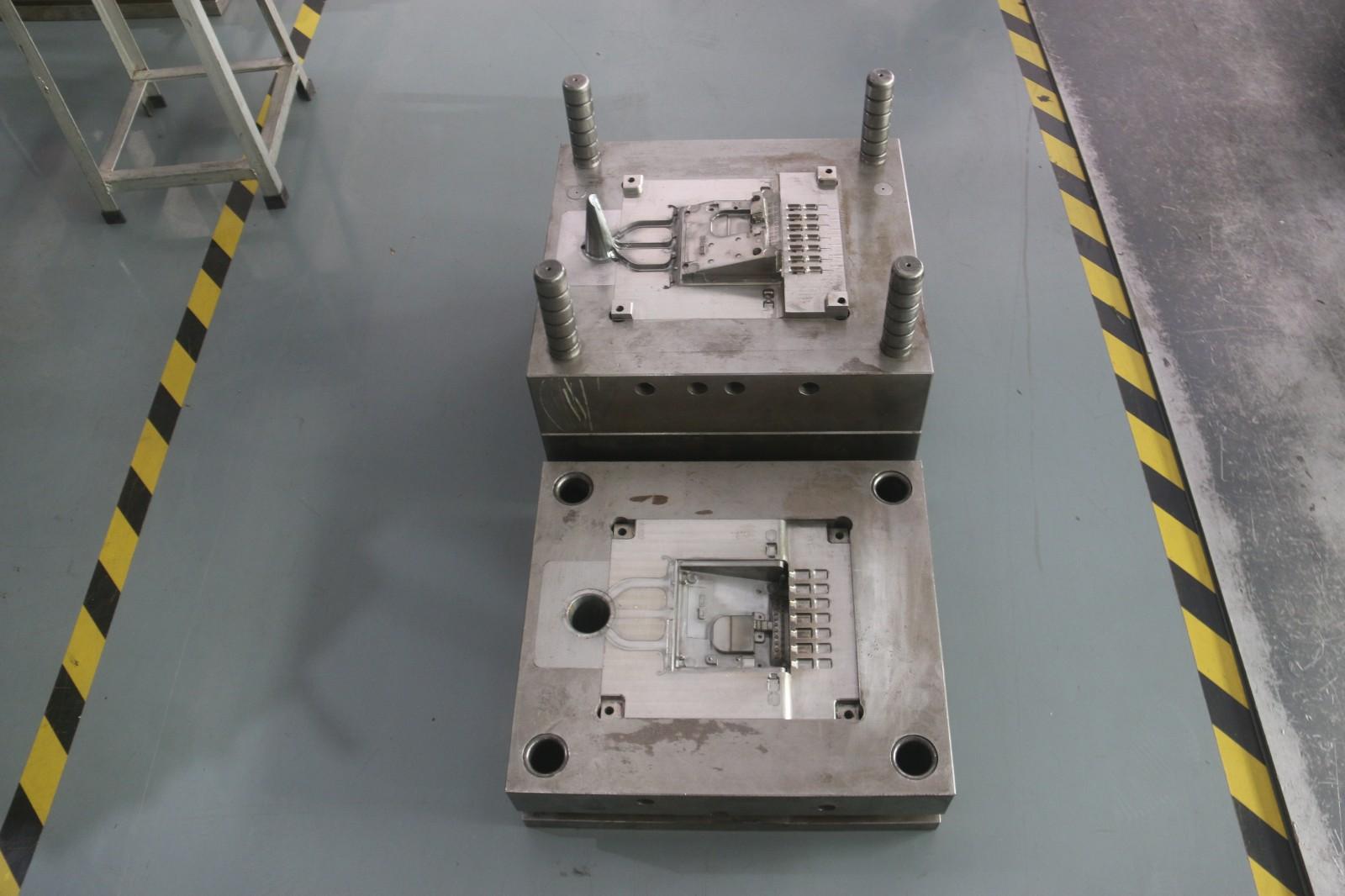 会议hua筒底座压铸模具